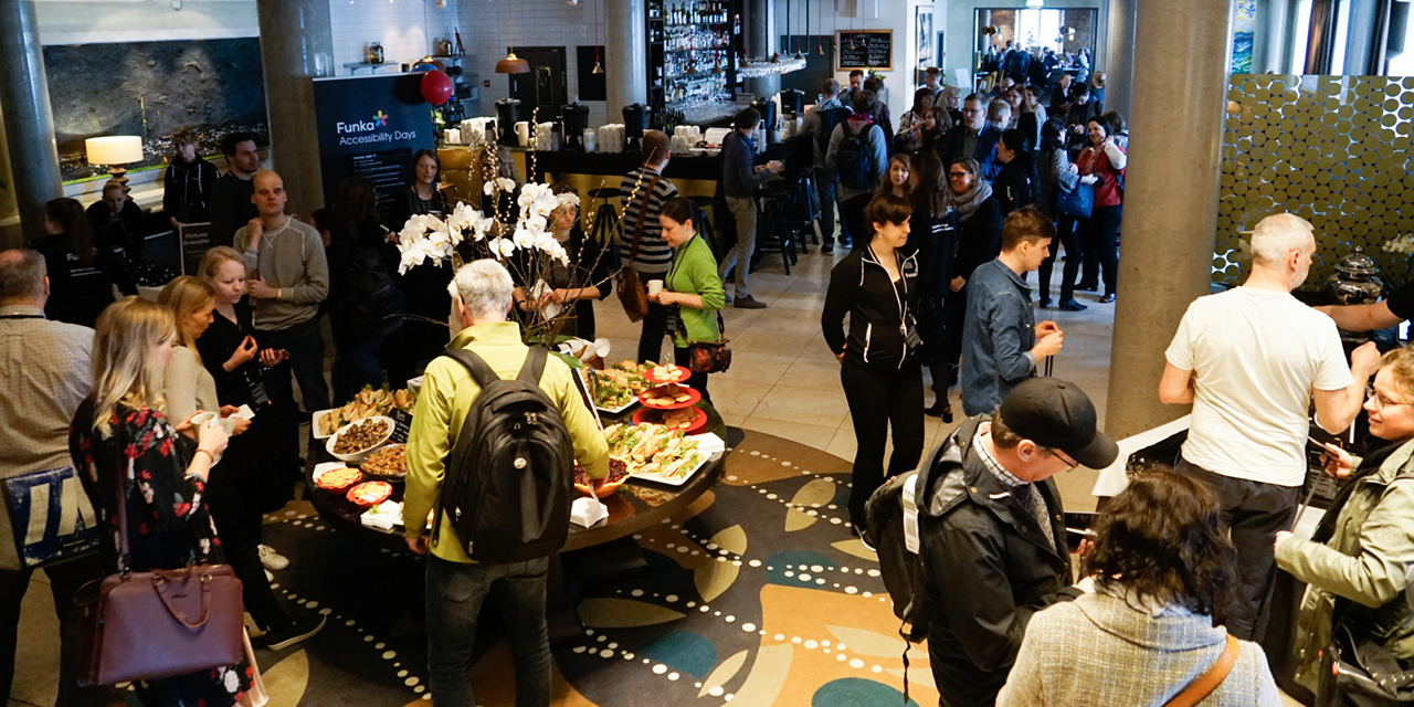 Crowded lobby with a lot of visitors during Funka Accessibility Days 2018. Photo